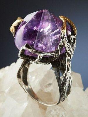 кольцо с сиреневым камнем