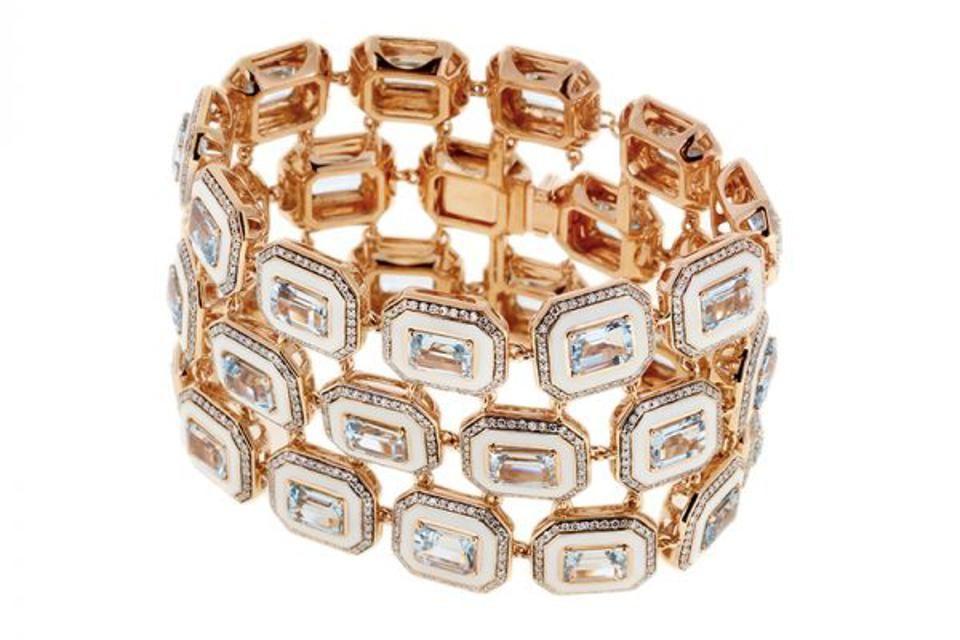 Широкий браслет с белой эмалью и бриллиантами от Selim Mouzannar
