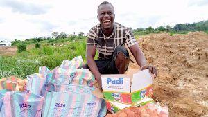 Продовольственные посылки для 1100 старателей в Сьерра-Леоне