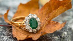 32 зеленых драгоценных камня