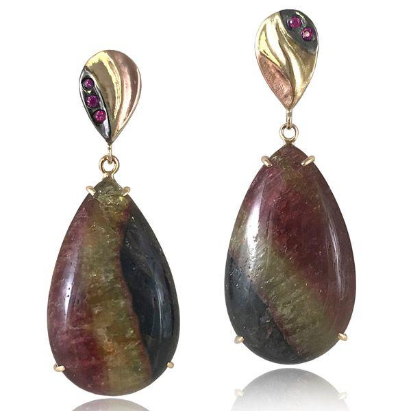 В тренде: украшения с крупными драгоценными камнями