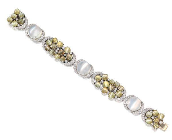 Браслет из платины с лунными камнями с эффектом «кошачий глаз», хризобериллом и бриллиантами