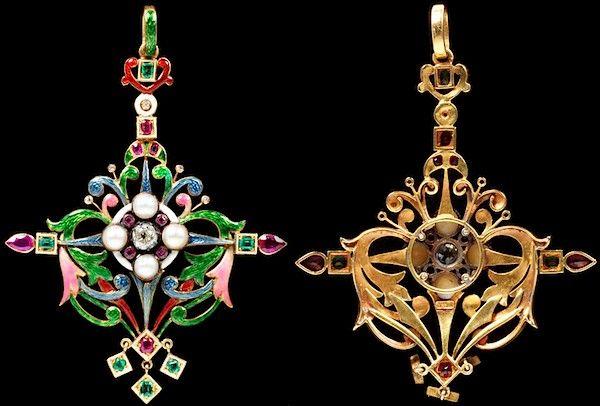 Кулон из золота с эмалью, жемчугом, рубинами, изумрудами и бриллиантами работы Шарлотты Ньюман