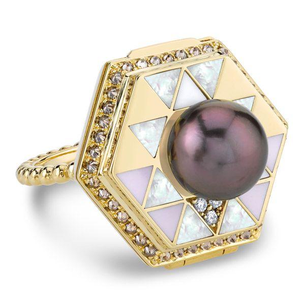 Кольцо Poison от Harwell Godfrey из желтого золота с жемчугом и бриллиантами
