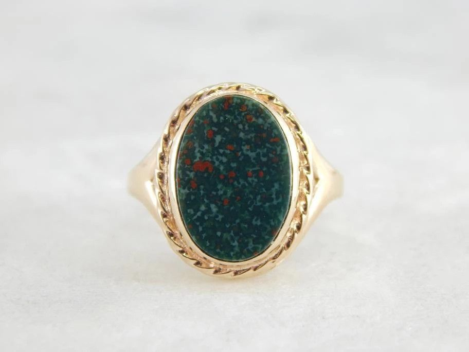 Винтажное кольцо стемно-зеленым кровавым камнем