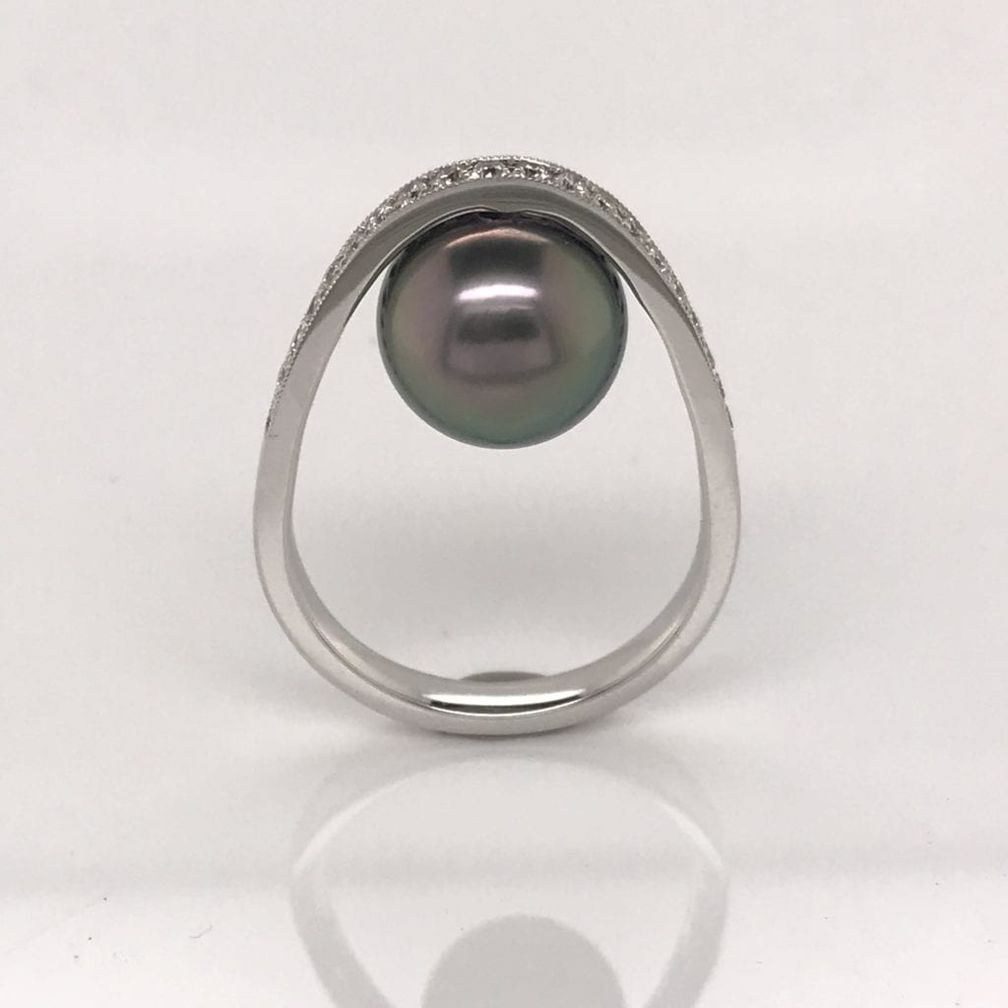 Кольцо из белого золота с таитянской жемчужиной в арочной оправе