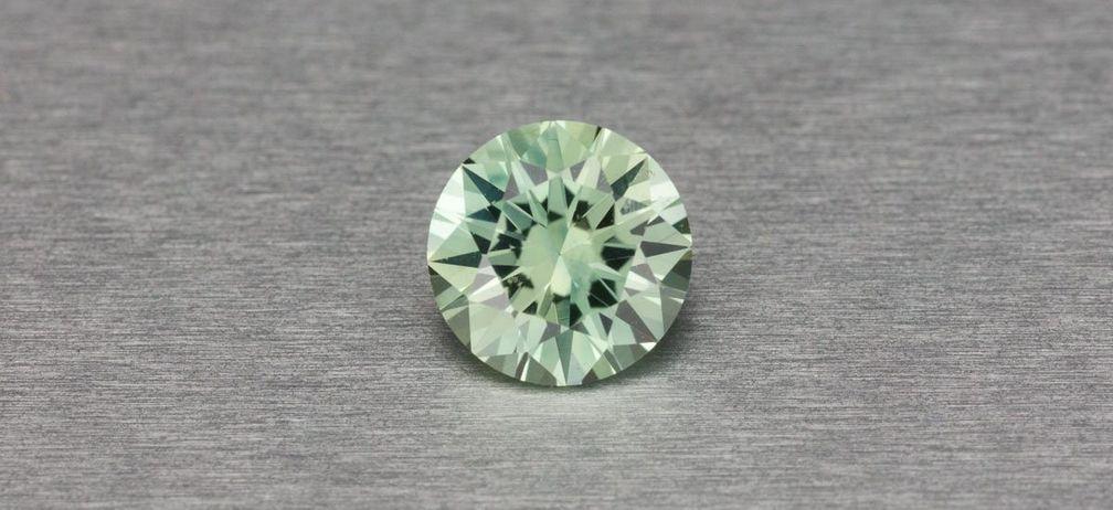Сапфир из штата Монтана мятно-зеленого цвета