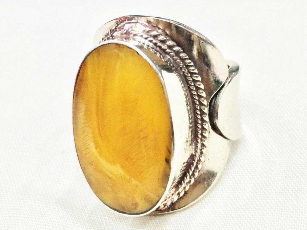 Старинное серебряное кольцо ручной работы, изготовленное в Непале, с тибетским янтарем в оправе