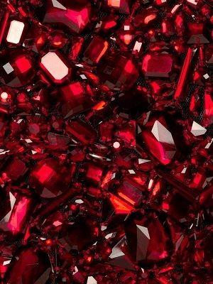 10 самых популярных красных камней