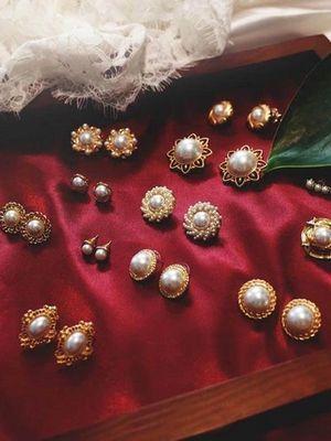 Ювелирные украшения в стиле барокко: какие бывают и кому подходят