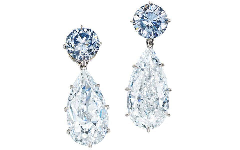 Синие бриллиантовые серьги, лот аукциона Sotheby's в Гонконге