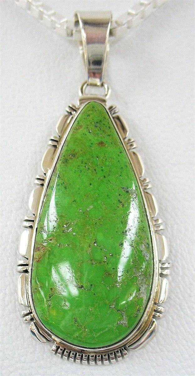 Ярко-зеленый большой кулон из гаспеита