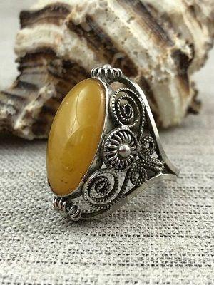 Мельхиоровое кольцо с янтарем
