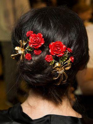 украшение с цветами для волос
