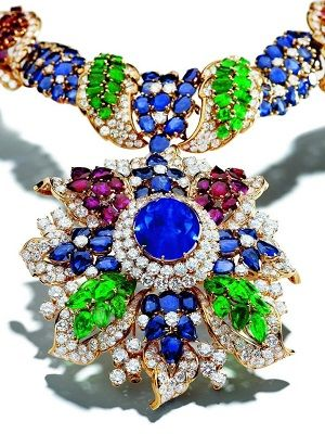 украшение с цветными камнями