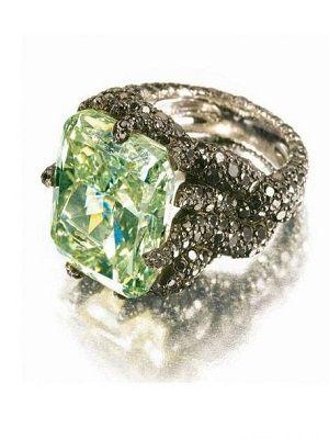 алмаз необычного цвета