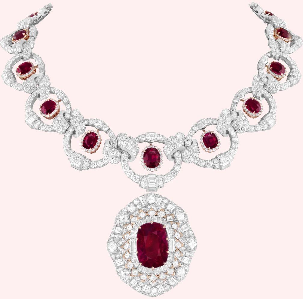 5 романтических драгоценных камней для подарка