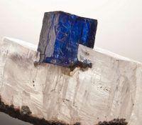 37 синих драгоценных камней