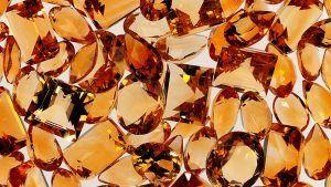 Камень ноября: новые украшения из топаза