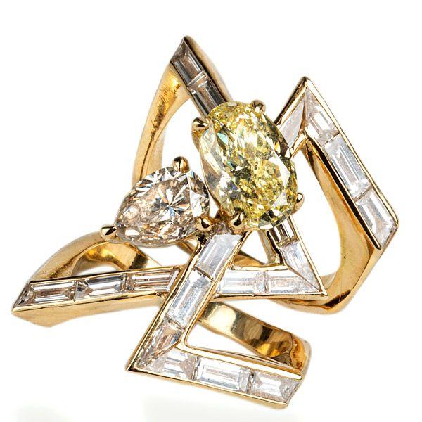 Обручальное кольцо от Gaelle Khouri из желтого золота с белыми, коричневыми и желтыми бриллиантами