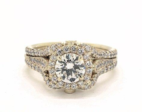 Дизайнерское обручальное кольцо с ноткой цветочного дизайна и множеством крошечных бриллиантов