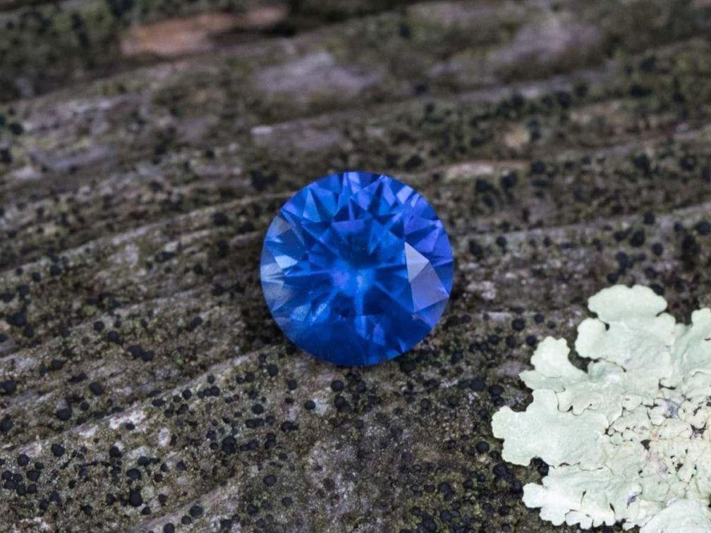Немногие драгоценные камни могут сравниться по глубине цвета с этим мадагаскарским сапфиром