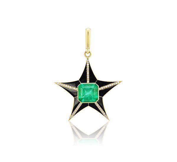 Шарм от Jenna Blake x Muzo Emerald Star из желтого золота с изумрудом и черной эмалью