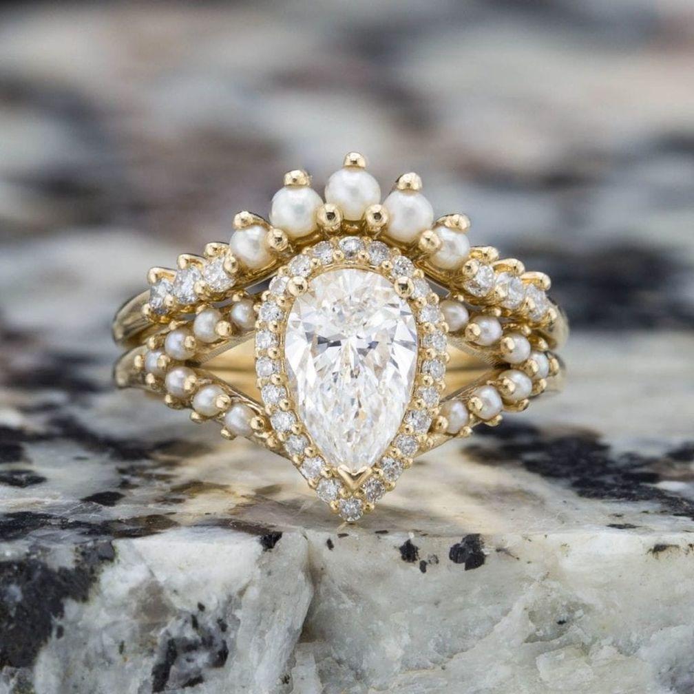 Винтажное обручальное кольцо с нимбом и акцентами из семенного жемчуга