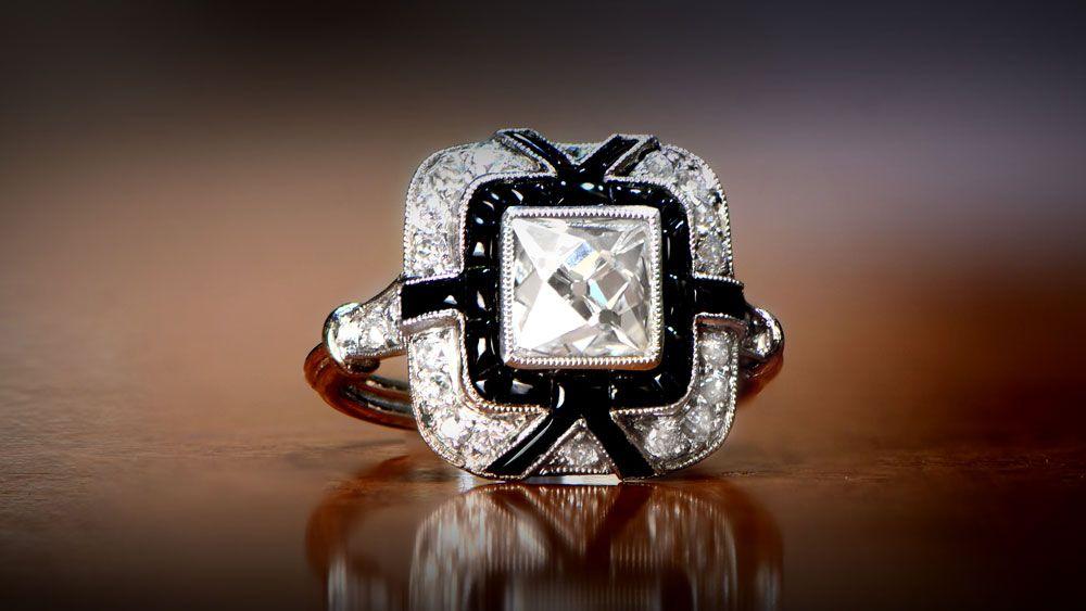 Винтажные обручальные кольца обычно имеют кайму из милгрэйна