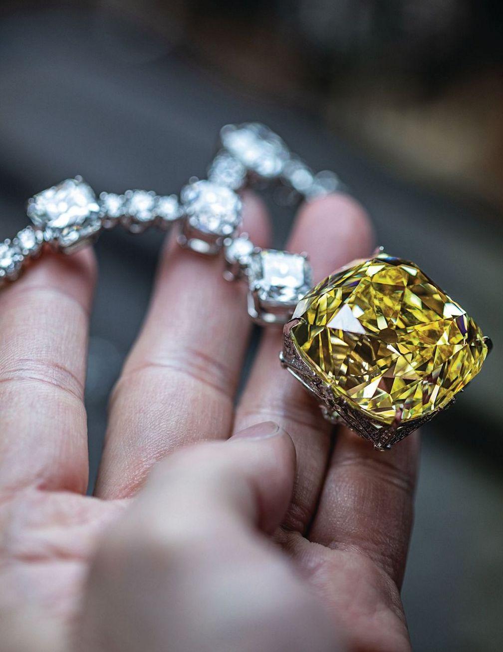 Колье Tiffany с бриллиантом весом 128 карат от Tiffany & Co