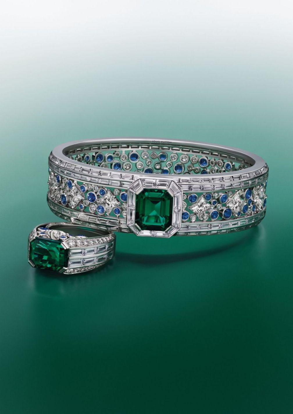 Браслет и кольцо Planète Bleue из белого золота и платины с изумрудом, бриллиантами, сапфирами и бриллиантами