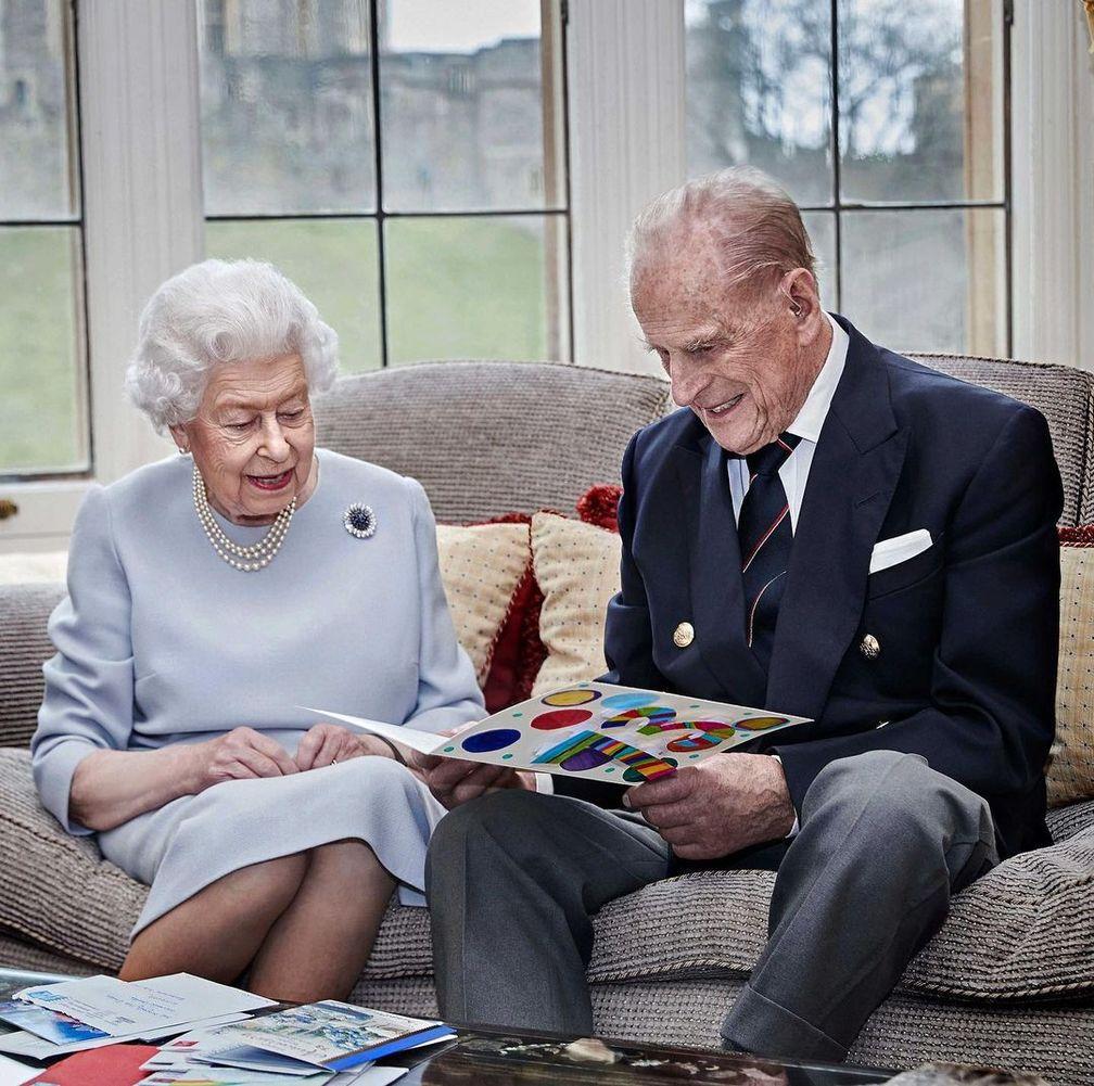 Портрет королевы Елизаветы II и принца Филиппа в честь 73-й годовщины