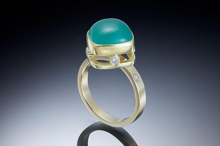 Обладая привлекательным сине-зеленым цветом, аквапраз производит фурор в сообществе драгоценных камней