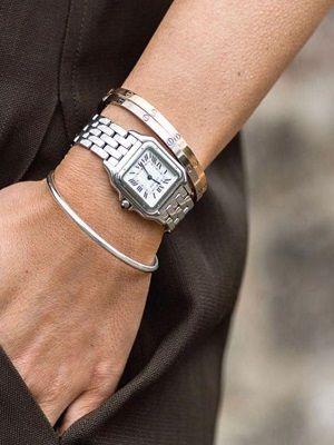 украшения и часы на руке
