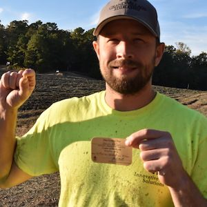 Посетителем парка «Кратер алмазов» найден крупный желтый алмаз