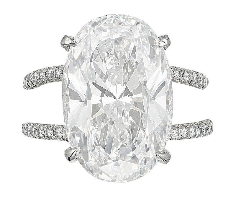 В коллекцию Барбары Аллен де Квятковски входит это кольцо с безупречным бриллиантом весом 10,69 карата