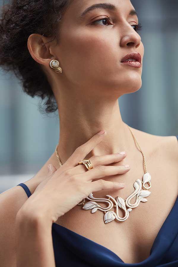 Серьги, кольцо и колье Adoro из позолоченного серебра с эмалью и бриллиантами