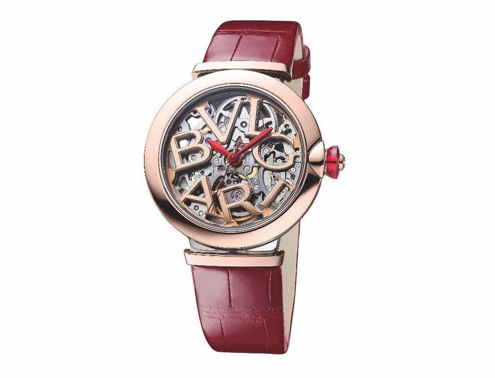 Часы Lvcea от Bulgari с безелем из розового золота 18 карат и браслетом из красной кожи аллигатора