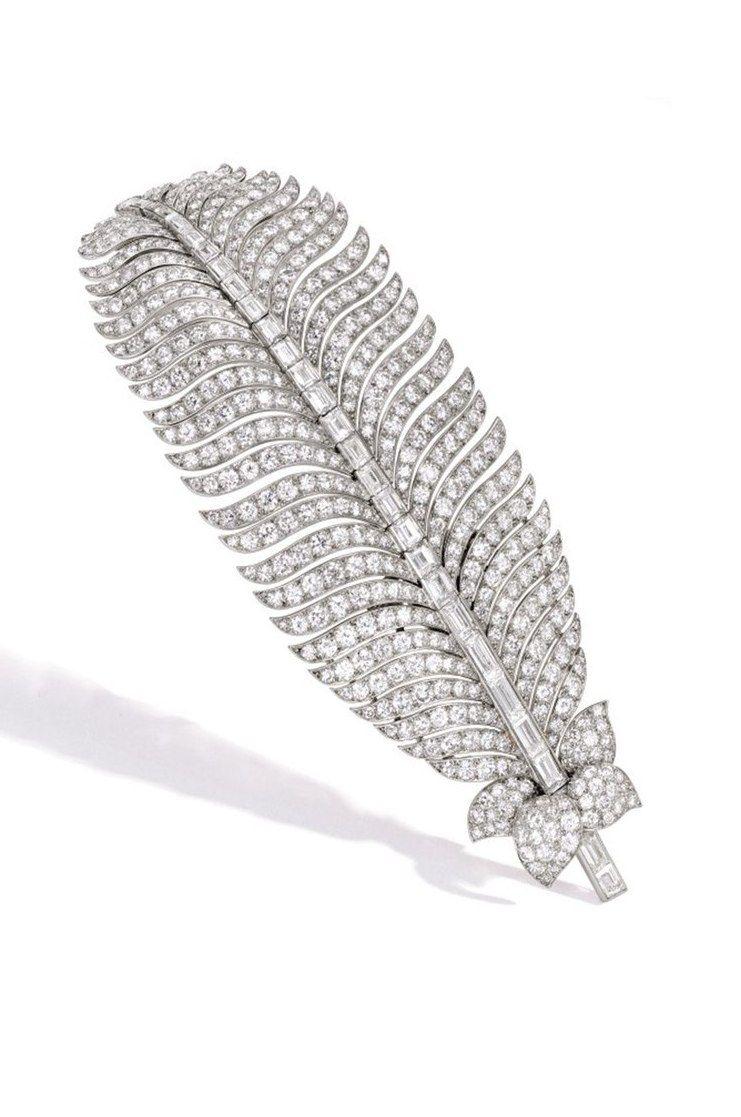 Брошь-зажим с бриллиантами от Cartier