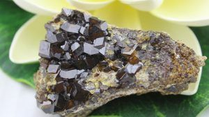 Андрадит: свойства камня и разновидности