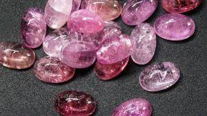 Рубеллиты: свойства красных турмалинов и применение