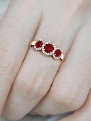 красивое женское кольцо