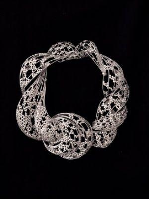 Ажурное ожерелье в стиле абстракционизм