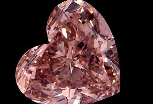 Lucapa представляет 15-каратный розовый алмаз в форме сердца