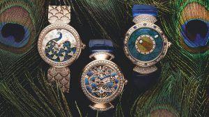 Золотые часы Bulgari украшены настоящими павлиньими перьями