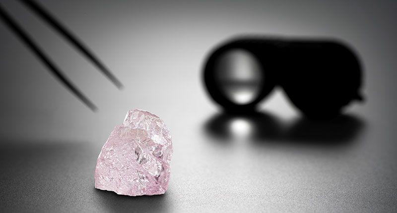 Алмаз, получивший название «Розовый рассвет», демонстрируют и выставляют на торги в Антверпене