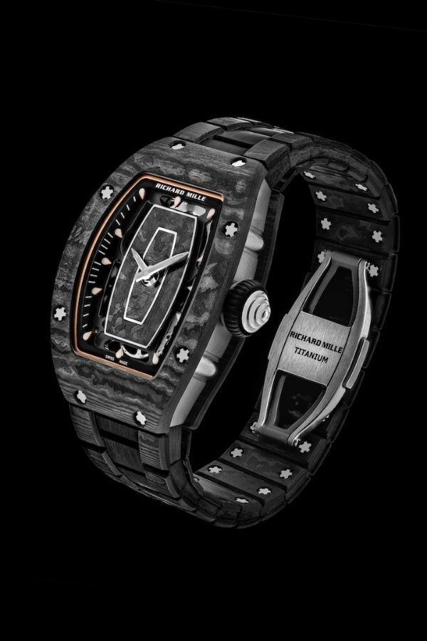 Модель RM 07-01 полностью выполнена из карбона TPT и титана