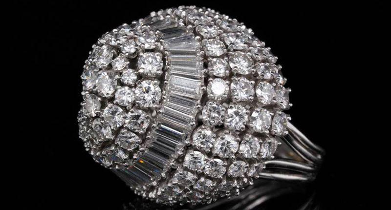 Это платиновое кольцо с бриллиантами в 13 карат принадлежало актрисе Арлин Даль, контрактной звезде MGM в 1950-х годах