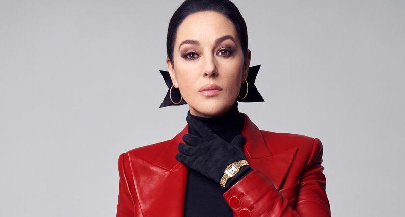 В рамках новой глобальной кампании итальянская актриса Моника Беллуччи представлена в знаковых коллекциях Cartier. На фото она в часах Panthère de Cartier