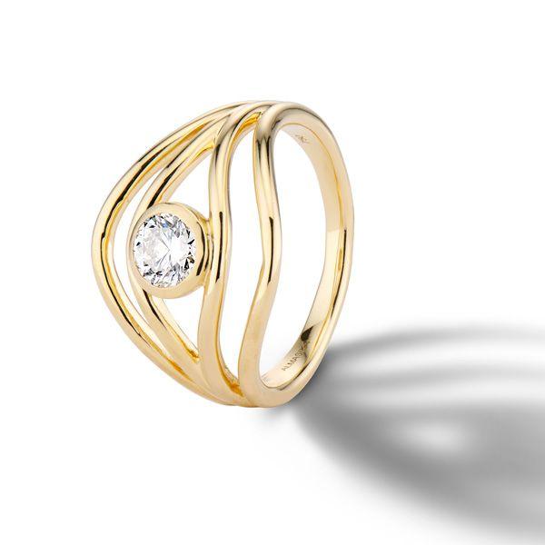 Обручальное кольцо Serene от Almasika из желтого золота с плавающим круглым бриллиантом